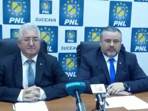 Vicepresedintele regional al PNL Ioan Balan si presedintele PNL Suceava, Ion Lungu
