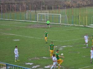 Foresta a întâmpinat probleme la Bacău din cauza stării deplorabile a suprafeţei de joc
