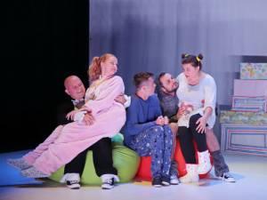 """Extraterestrul care îşi dorea ca amintire o pijama Foto: Teatrului Municipal """"Matei Vişniec"""""""