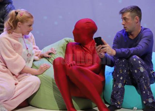 """""""Extraterestrul care îşi dorea ca amintire o pijama"""", în turneu în oraşele din judeţ, în ţară şi în Italia"""