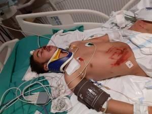 Adolescentul pe patul de spital