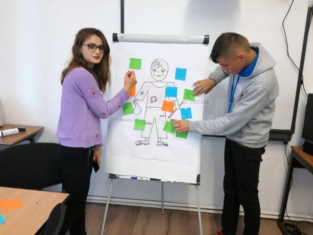 """Activitate de prevenire a abandonului școlar, la Centrul """"Sf. Andrei"""" din Gura Humorului"""