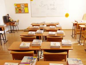 Manualele de fizică și matematică încă nu au ajuns pe băncile elevilor