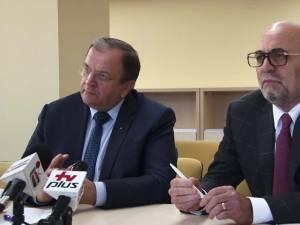 Preşedintele Consiliului Judeţean Suceava, Gheorghe Flutur, și managerul spitalului, Vasile Rîmbu
