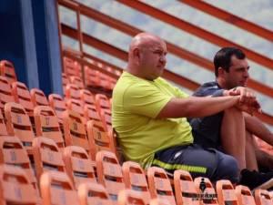 Antrenorul Daniel Stoica şi directorul sportiv Iulian Darabă se gândesc deja la partida de vineri, de pe Areni