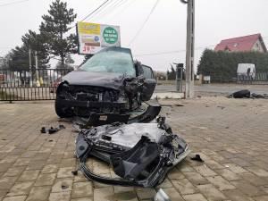 Accident rutier grav, cu două persoane încarcerate, la ieşirea din municipiul Rădăuţi