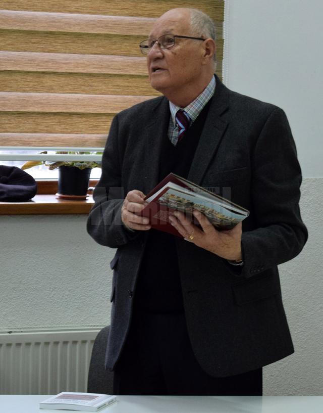 Scriitorul Grigore Ilisei s-a întors la şcoala la care a învăţat
