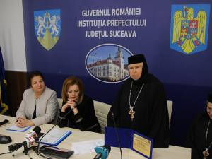 Maica Stavroforă Irina Pîntescu a primit o distincţie de excelență din partea Prefecturii Suceava