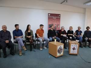 """Premiera spectacolului HAH, anunţată la Teatrul """"Matei Vișniec"""" Suceava, cu actori, regizor și conducerea instituției"""