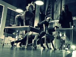 Imagini de la repetiţia spectacolului HAH