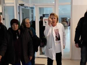 Protestul celor doi medici si al pacientilor de la Geriatrie