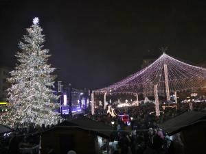 Luminile de sărbătoare, aprinse de Ziua Bucovinei, în centrul Sucevei