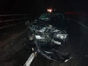 Accident cu doi răniţi, după un impact violent între o maşină şi o căruţă