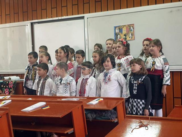 """Proiectul educațional """"România 100+"""", la Colegiul Național de Informatică """"Spiru Haret"""""""