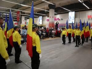 Stegarii Auchan au oferit clienților un spectacol special, de Ziua Națională a României