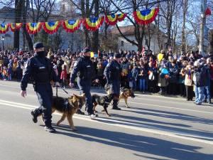 Parada de 1 Decembrie, din centrul Sucevei, a fost urmarită de mii de oameni