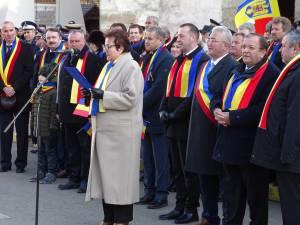 Subprefectul Silvia Boliacu citeşte mesajul premierului Ludovic Orban