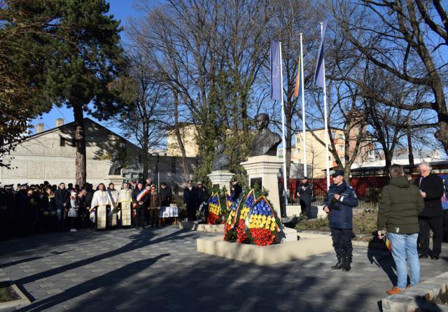 Ziua Naţională a României a fost marcată la Fălticeni prin depuneri de coroane de flori