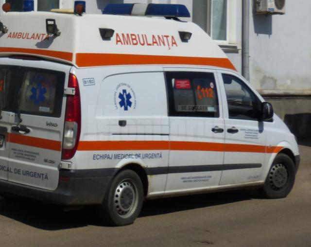 Şoferul a fost transportat la Spitalul Judeţean Suceava cu ambulanţa
