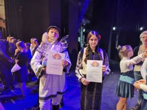 """Premiul I pentru doi elevi suceveni, la Festivalul Internațional Bucurie și Zâmbet ,,S-cool show"""" de la Cracovia"""