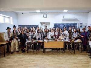 """Elevii de la Colegiul Naţional  ,,Dragoș Vodă"""" au celebrat Ziua Bucovinei și Ziua Națională a României"""