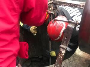 În urma unei intervenţii dificile, tânăra a fost salvată din adâncul fântânii de 28 de metri