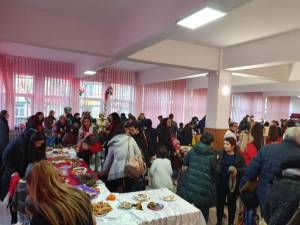 """Târg de Crăciun în scop caritabil, la Grădiniţa Colegiului """"Mihai Eminescu"""" Suceava"""