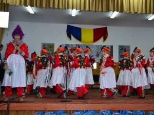 Festival-concurs de tradiţii şi obiceiuri, la şcoala din Hănţeşti