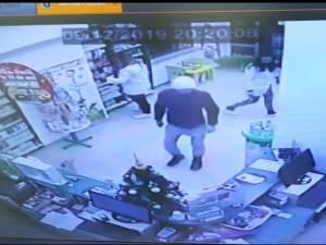 Bărbatul a atacat două farmaciste aflate de serviciu, la Farmacia Catena din centrul Sucevei