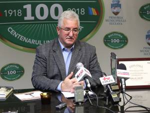 Ion Lungu și premiul de Excelență în transport public și mobilitate, obținut la Gala AMR