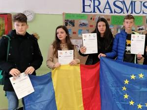 Hand to Hand – Together in Europe
