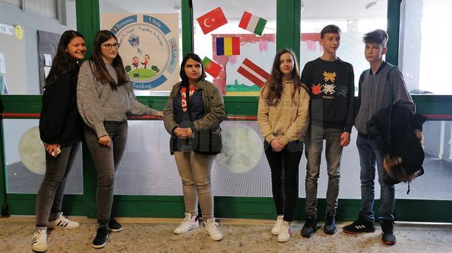 """Călătorie în timp pentru participanţii la a treia vizită de schimb din cadrul proiectului """"Hand to Hand – Together in Europe"""""""
