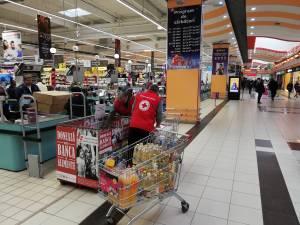 Crucea Roşie colectează alimente neperisabile pentru persoanele nevoiaşe