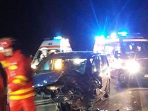 Una dintre maşinile implicate în accident