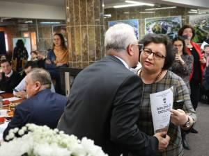 Primarul Ion Lungu a premiat cei 35 de elevi olimpici și 26 de profesori îndrumători, înaintea ultimei ședințe de Consiliu Local de anul acesta 3