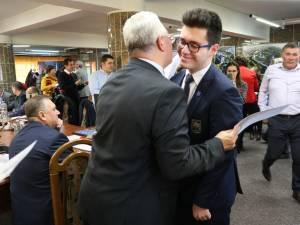 Primarul Ion Lungu a premiat cei 35 de elevi olimpici și 26 de profesori îndrumători, înaintea ultimei ședințe de Consiliu Local de anul acesta 4