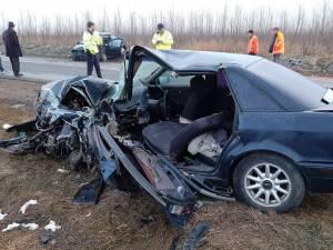 Soferul autoturismului Audi a ramas incarcerat in urma impactului puternic