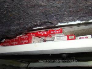 """Microbuz cu """"plafon de tutun"""", confiscat în PTF Siret"""