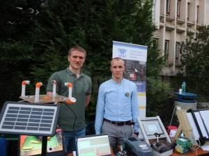 Doi studenți și-au donat bursele și au dotat mai multe licee cu kituri de robotică