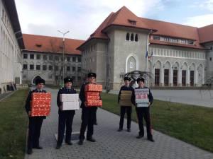 Elevii Colegiului Naţional Militar, implicaţi în campania caritabilă Shoe Box