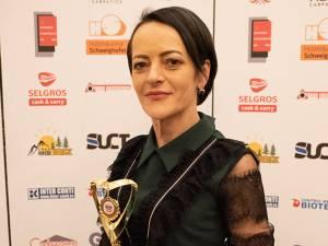 Nicoleta Bogoş, dăscăliţa care a creat asociaţia donatorilor de zâmbete, de lumină şi de visuri împlinite