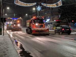 În municipiul Suceava s-a intervenit la deszăpezire cu 15 mașini mari și 6 mici, inclusiv pe trotuare