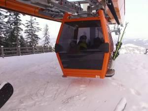 Telegondola de pe Rarău este deschisă până duminică, însă pe pârtie nu se schiază