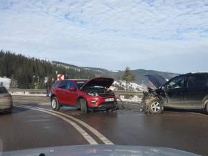 Autoturismul Land Rover a fost scăpat de sub control într-o curbă deosebit de periculoasă la dreapta
