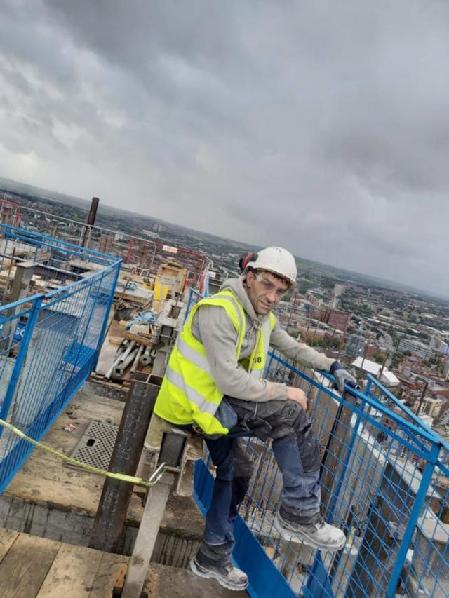 Vasile Bolohan lucrează și locuieşte de 12 ani în Leeds (Anglia)
