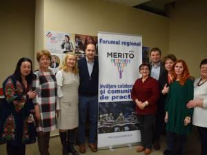 Daniela Ceredeev, organizator, Cosmin Chiriță (stânga), manager de proiect, împreună cu profesori laureaţi Merito