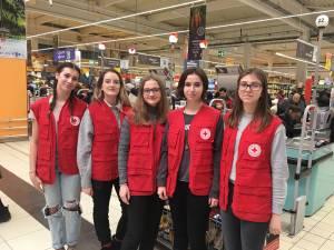 Crucea Roşie Suceava a distribuit peste 1.100 kg de alimente familiilor nevoiaşe