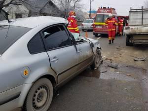 Şoferul autoturismului a frânat prea târziu, maşina intrând în coliziune față - spate cu bena autoutilitarei care circula în fața sa
