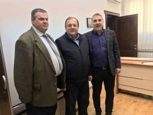 Adrian Popoiu (dreapta) va candida pentru un nou mandat de primar al oraşului