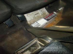 Autoturism adaptat pentru transportul ilegal de ţigări, depistat în PTF Siret